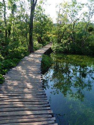 Tee järvede vahel