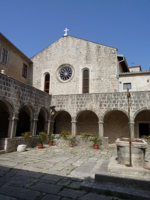 Košljuni kloostrihoov